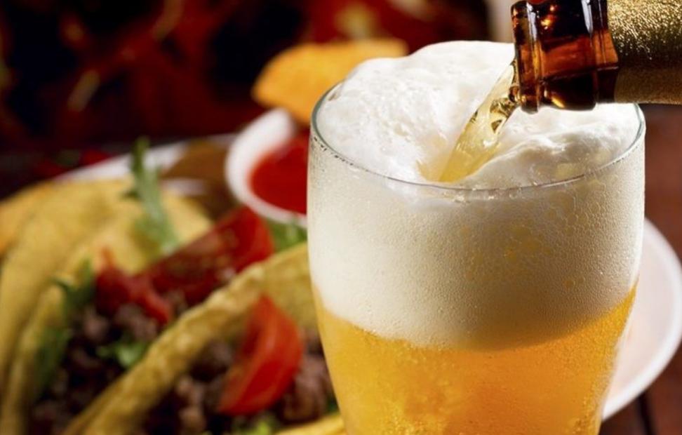 cerveza lager y tacos