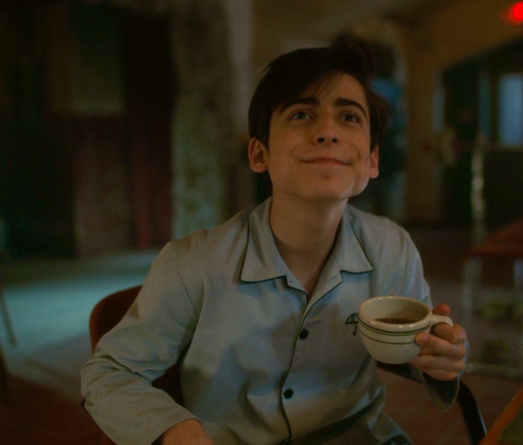 Cinco tomando café